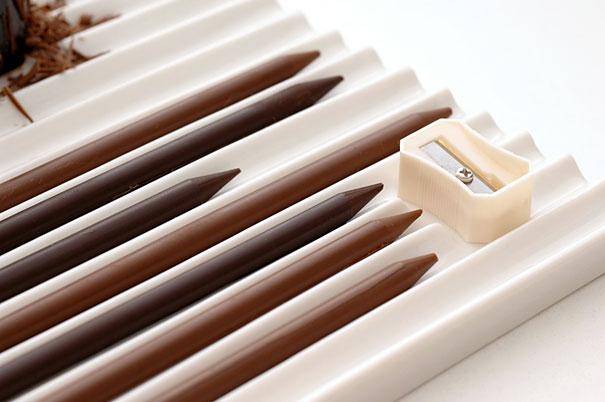 還附上削鉛筆機~ 削好的巧克力碎屑灑在旁邊一起吃