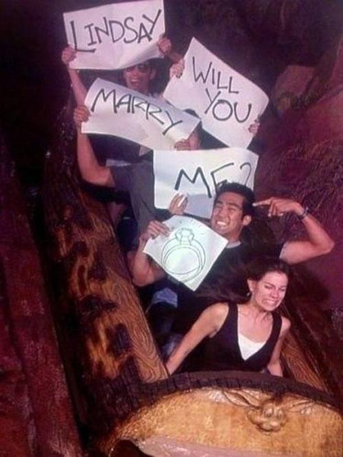 這種求婚雖然很有創意 但新娘本人看到自己的表情應該很想死