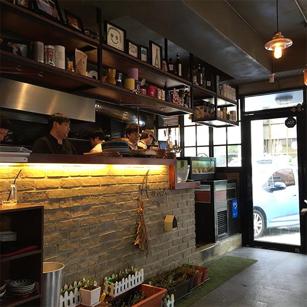 這間Bada Pasta聽說開門5分鐘店就幾乎坐滿 是最近年輕人愛去的名店之一