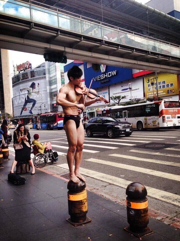 韓國不夠看 有韓國鄉民直接PO這個來自台灣街頭的猛男照