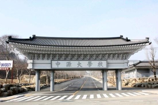 這裡是韓國中部忠清北道槐山郡的一所