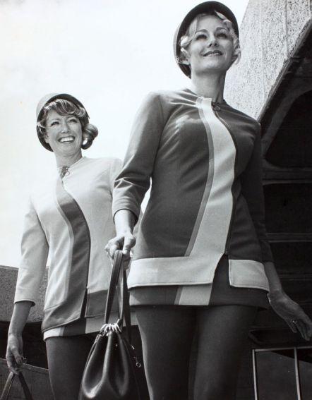 就職條件包括: 高中畢業以上學歷(當時的高中跟現在的高中意義可不一樣) 單身女、20歲、47〜61公斤、158〜179公分、不能戴眼鏡