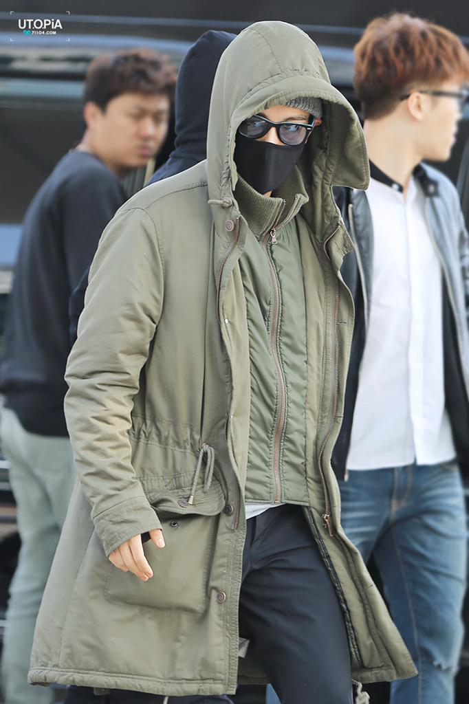 5人其實為了拍攝回歸MV 4月1日當天就出發前往LA洛杉磯  T.O.P包這麼緊是在演忍者嗎?