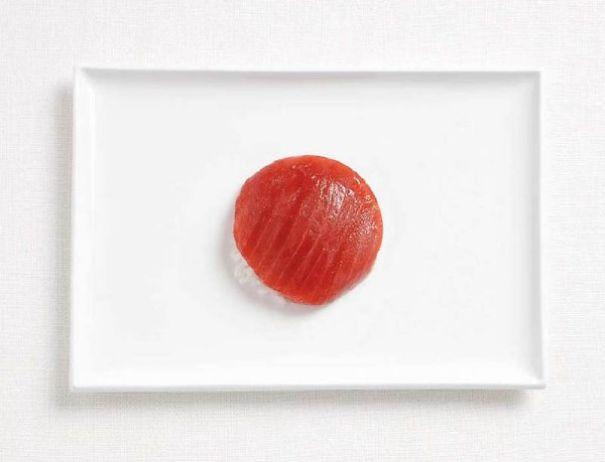 10. 日本 - 鮪魚、飯(也就是生魚片做成的握壽司)