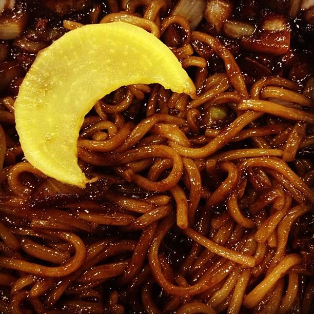 好啦~不要亂發洩在炸醬麵上面 其實炸醬麵算是韓國全國人民最愛的一項中國料理