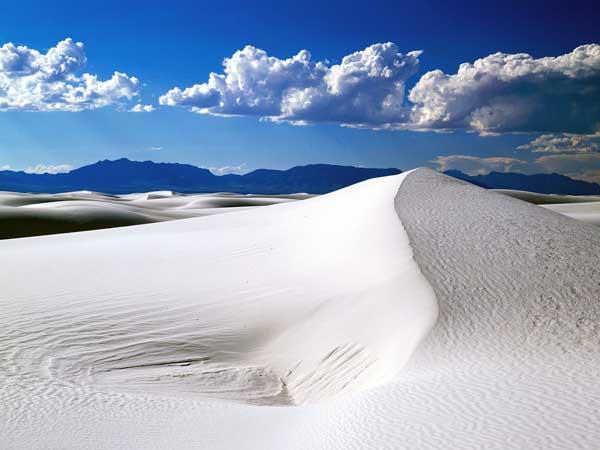 帶點浪漫氣息的白色沙漠你見過嗎?