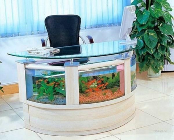 #5 全書桌都是魚兒的游泳池