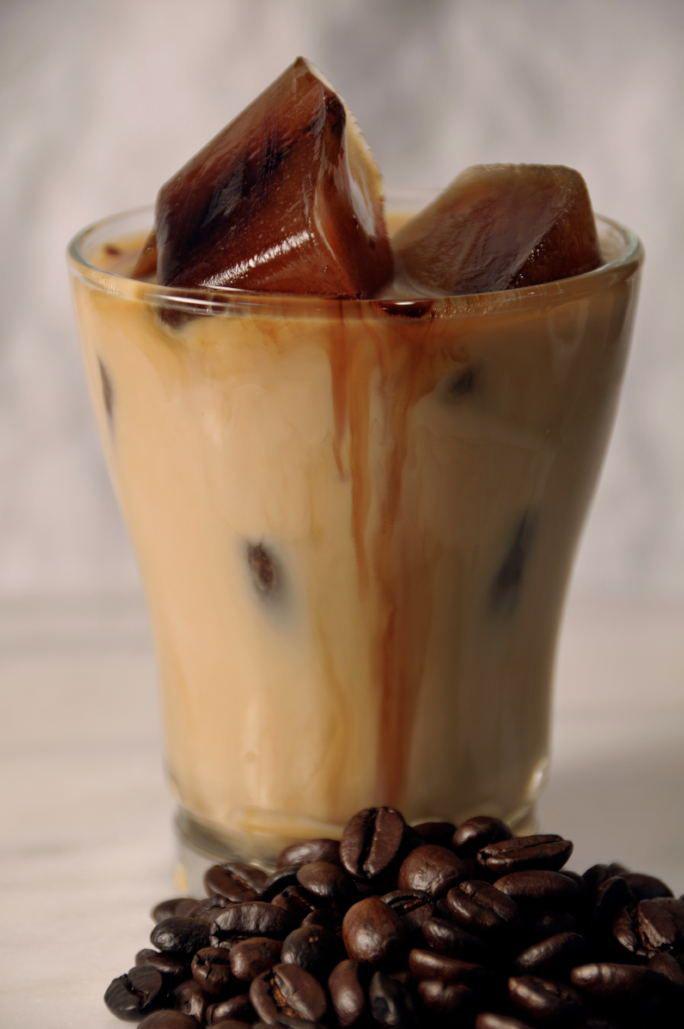 所以韓國人又發明了新喝法 名叫「方塊拿鐵」