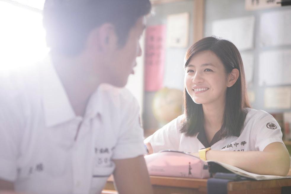 還說: 陳妍希擔任這個角色,可說是再適合不過了! 因為她整個人就是初戀的象徵!初戀的代言人啊!!!  (所以韓國人的初戀都是這一款?)