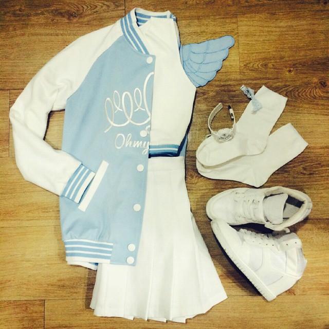 把女團的服飾搭配從頭到腳拍成穿搭特輯 還有小翅膀~也太口愛了~