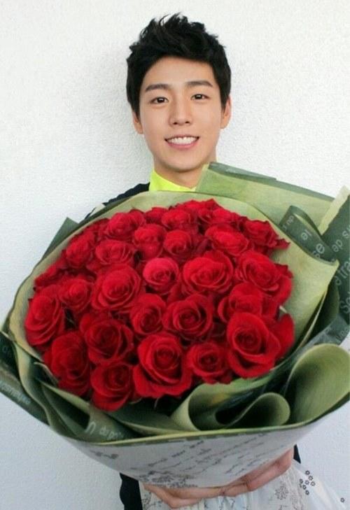 美麗的玫瑰花可以表達心意 但是花謝了之後呢.... 比起送給我花香四溢的玫瑰...