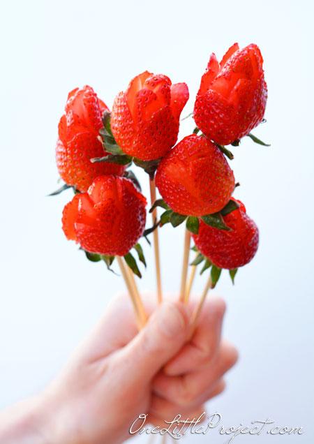 玫瑰草莓花束!
