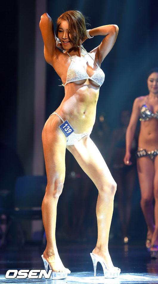 這位名叫白秀賢的女子 在韓國是有名的拉拉隊隊員 也參與了這場選拔大賽!!!