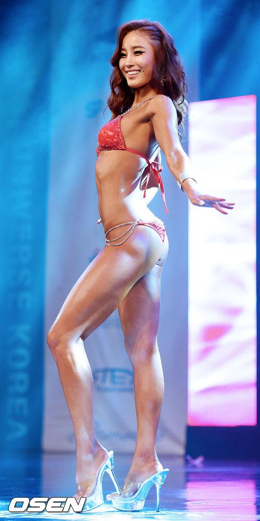 Musclemania Miss Bikini Meduim的第一名~ 宋雅凜(音譯) 選手