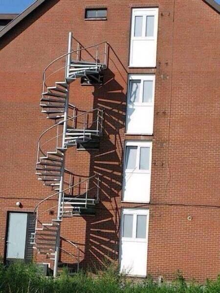 #11 2~4樓全部無法下樓....