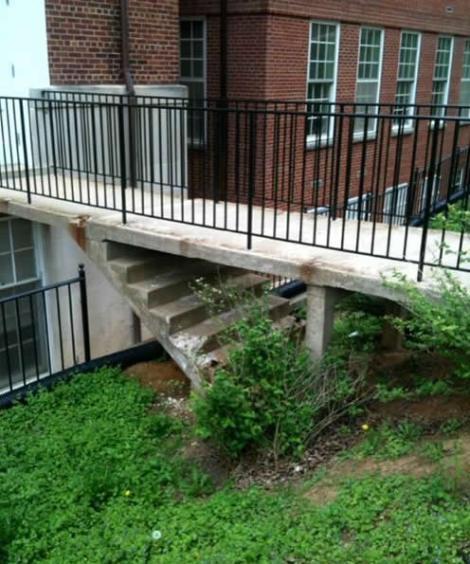 #12 其實那階梯是造型柱子~並不是給人下樓的