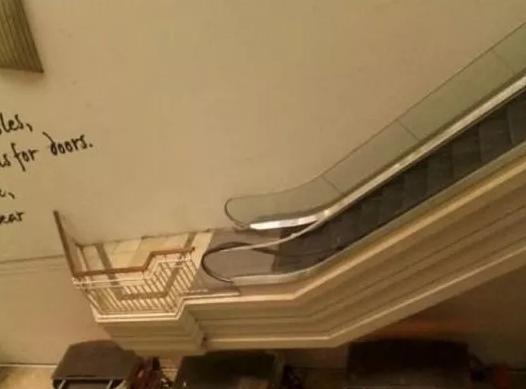 #13 多麼貼心的設計~讓你可以用手扶梯下樓看風景~