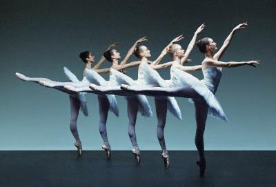 誕生在十五世紀 而後傳到法國後,由國王路易十四創立古典芭蕾