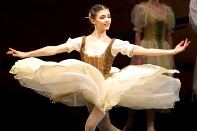 芭蕾舞例用音樂、舞蹈手法來表演戲劇情節。