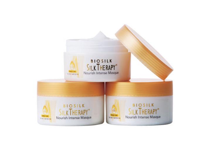 Nourish intense masque (Silk therapy/ 150ml/ 約台幣540元) —— 集中管理型乳霜狀護髮膜,高濃度萃取的營養髮膜,可幫助拯救損傷髮質。 不論是受傷髮質或是毛躁自然捲,定期使用的話,可以幫助秀髮自然柔順。