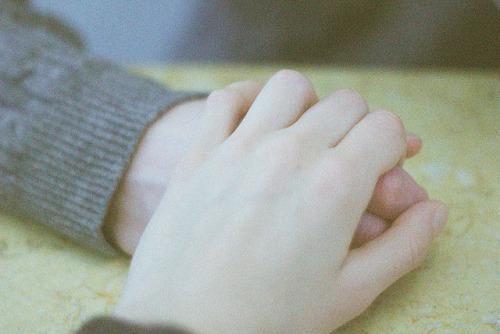 對不起我的親愛的,我也想成為你的驕傲, 但是精疲力盡的一天,我只希望能得到一些安慰~