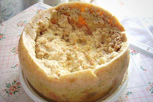 有「腐壞的乳酪」之稱的卡蘇馬蘇乳酪(Casu Marzu)