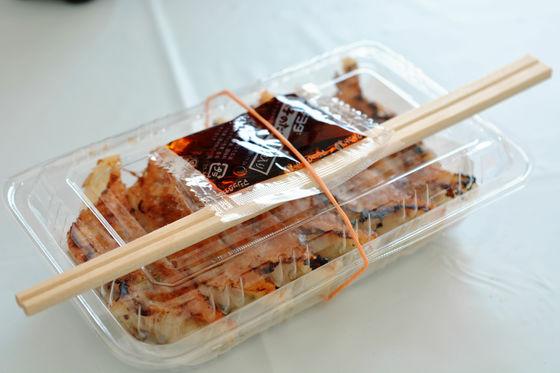 以及,牛肉餃子!!!!! (一盒只要400日幣~就甘心!)  店家真的準備了許多許多的牛肉美食呢:)