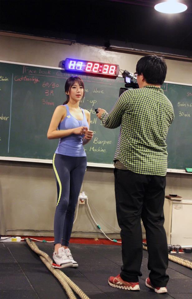 那她為什麼會爆紅呢? 其實就是她另外一個身分! 那就是健身教練!!!