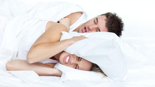 平常有咬牙或者睡覺時候磨牙的壞習慣, 不僅會對牙造成傷害而且會使咬肌發達, 更是造成本壘板臉的罪魁禍首。 嚴重的時候還會對下顎的關節造成傷害。
