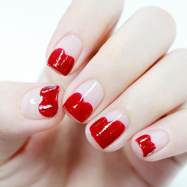 小編用的是帶亮片的大紅色指甲油 看起來是不是更閃亮了!