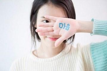 國民妹妹IU上個月突然無預警公開自創曲《心(마음)》 公開之後馬上登頂音樂榜冠軍