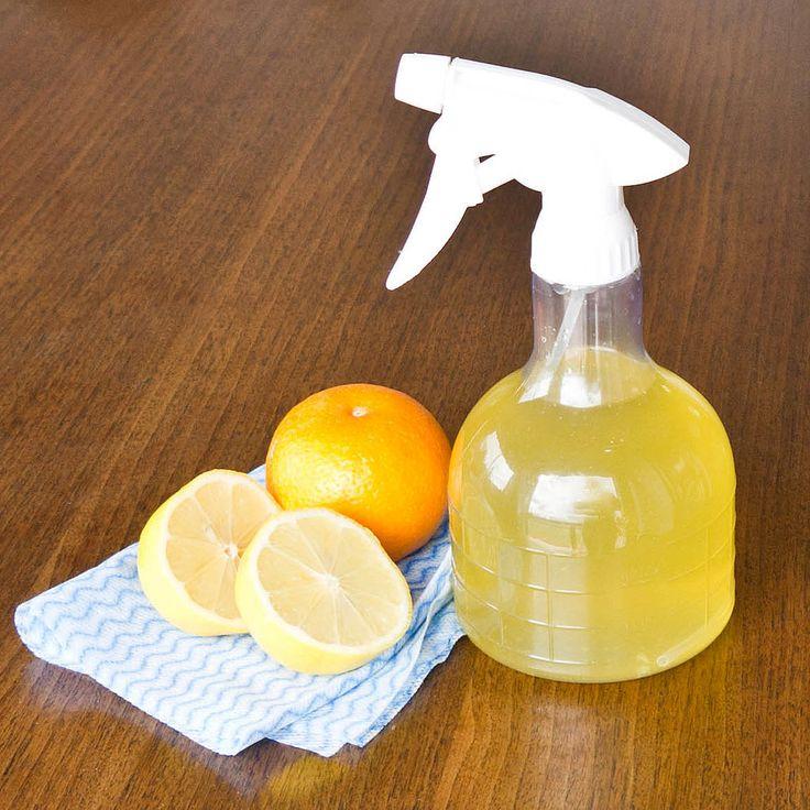 因為是洗澡的時候清掃, 當然不能用超市賣的有化學成分的浴室清潔劑, 用食醋或者蘇打水這種對身體無害的清潔劑才是最佳選擇。 現在小編就教大家具體操作方法。