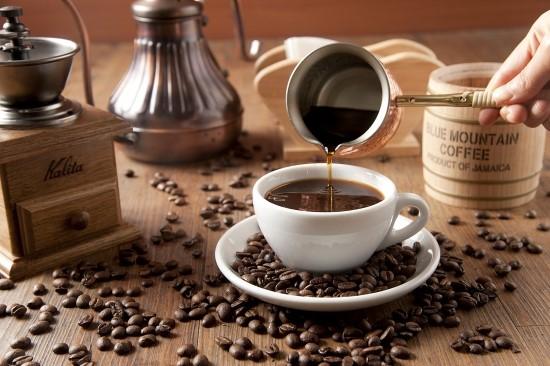 你們知道嗎? 不久前韓國就有新聞報導 韓國人比起吃飯,最常喝的就是咖啡 甚至超越第二名的泡菜