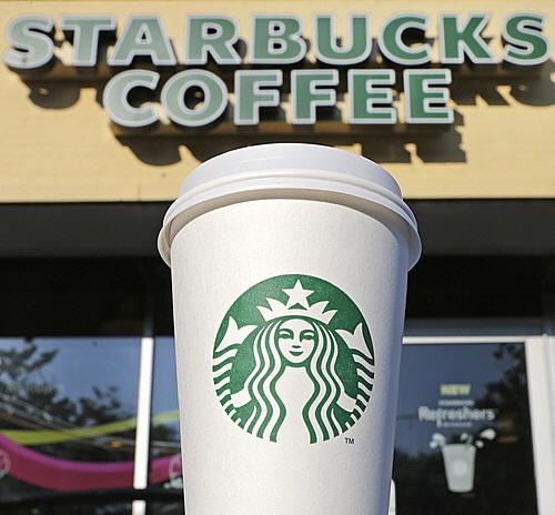 當然啊~關於咖啡,韓國還有厲害的紀錄 例如全世界都有分店的星巴克 韓國首爾是世界大都市中 最多分店的第1名 (首爾有284家,紐約有277家)