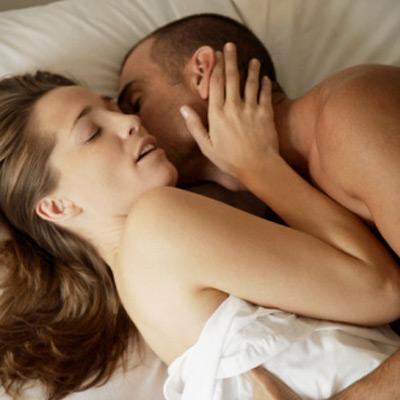 而且不只是女性才會分泌唷~男性也會喔! 因為催生素跟性的高潮有關係!