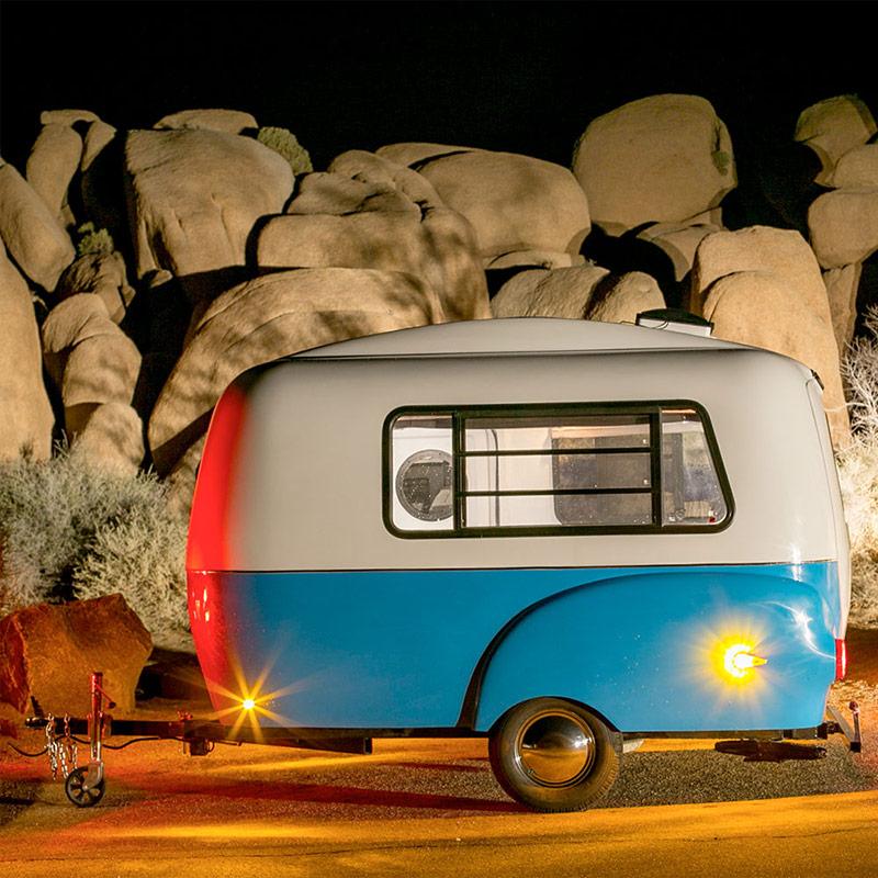 最近就有廠商推出這種外表可愛 體積精巧的露營車~ 但會不會太小了啊?