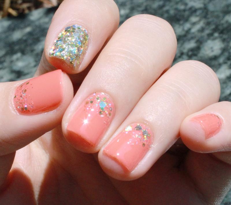 SO...如果覺得不夠亮的人~ 也可以在其他指甲上也增添一些亮片~