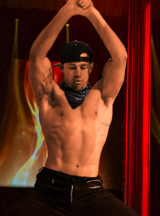 TOP 6 查寧坦圖 Channing Tatum  查寧坦圖最近推出一部新作叫《舞棍俱樂部2》,裡面的男演員個個都「胸懷大肌」,他除了大秀舞技之外,整體來說就是一部可以拿來補眼睛的好片(大誤)。看看他那壯碩的二頭肌,他每天花3小時健身並搭配無麩質食品維持身材,鼻血都要流出來囉。