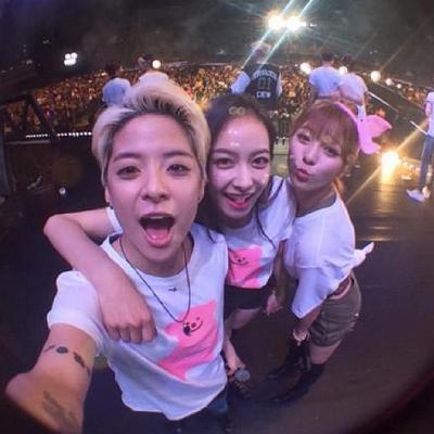 因為團裡的另外一成員Amber是台裔美籍~ 也會說中文~ 兩個人感情也非常好