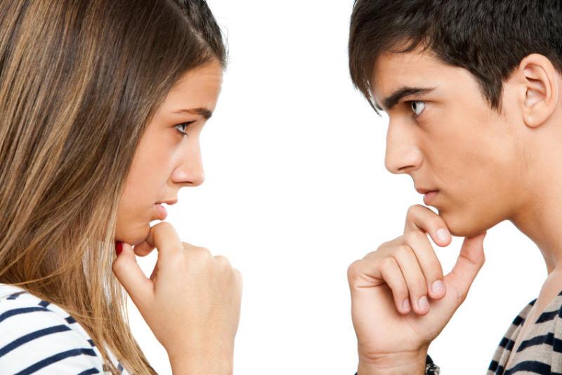 2. 眼睛對視!  進入對話的話,請注視對方的眼睛! 注視眼睛可以幫助放鬆警戒心, 但是千萬要注意眼神,過度用力的話,會讓你看起來「來勢洶洶」喔!