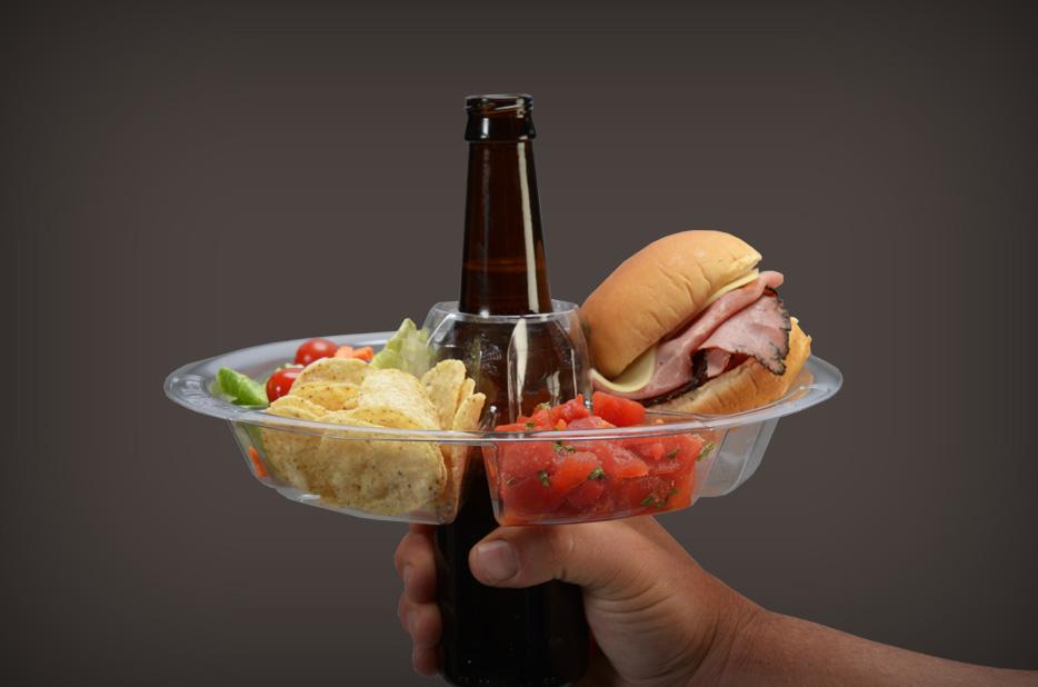 盤子中間剛好可以放上一瓶啤酒, 外面再套上一圈下酒好料~簡直完美!