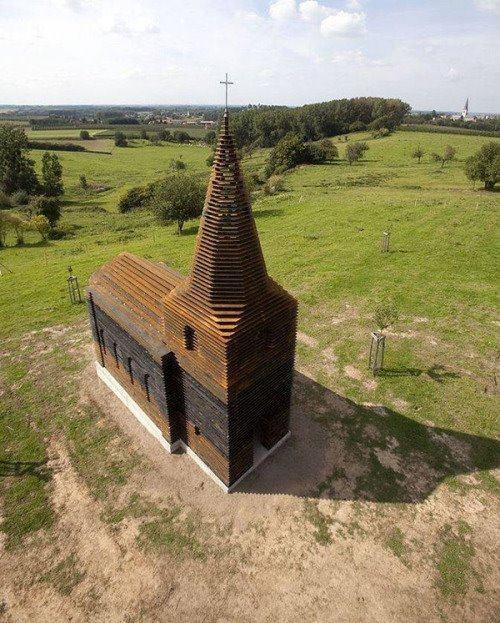 雖然這個角度看,是一個很普通的教堂
