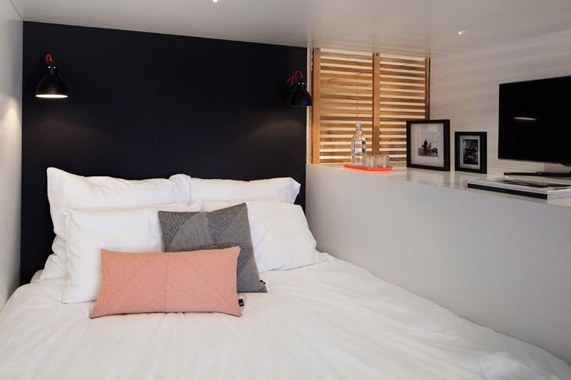 飯店名稱叫做Zoku Lofts, 在這摸一個空間裡面, 居然連我們所需要的寢室、化妝室等等都有耶!