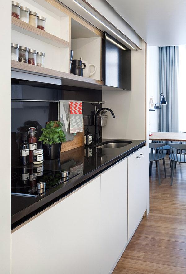 全白的廚房,看起來又寬又廣~是所有女性們的願望啊♥