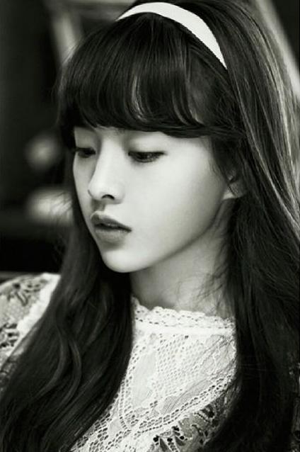 原來呀~她是WM娛樂今年推出的8人女子團體Oh My Girl的一員 1995年生的Jine