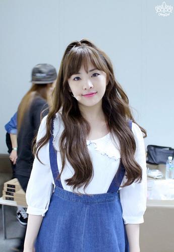 雖然五官不是很像 但散發出來的氣息 被說很像少女時代的Sunny~