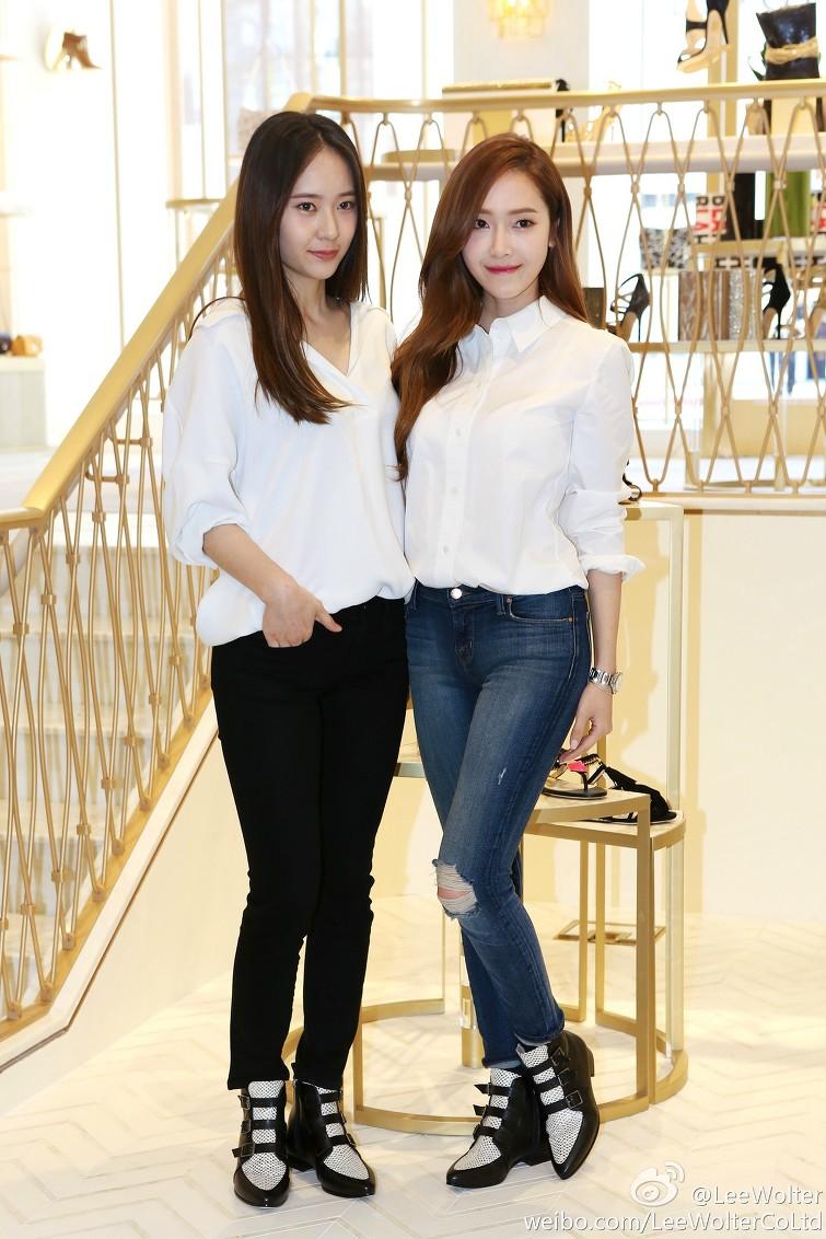 少女時代前成員潔西卡 與妹妹f(x)的Krystal 都是在SM娛樂下培訓後出道