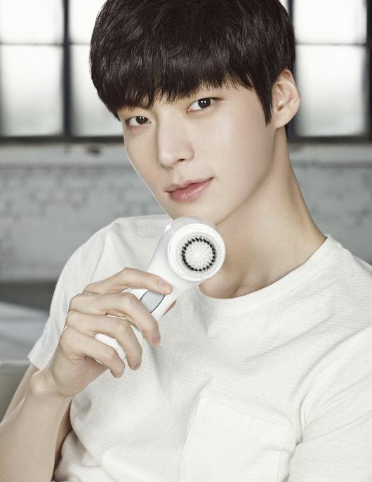 聽說韓國歌謠界有一個演員安宰賢的歌手版? 是真的嗎? (本圖真的是安宰賢)