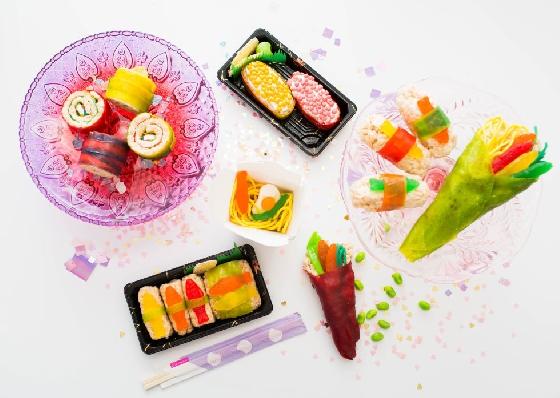 看完一系列壽司造型糖果,是不是也有種衝動想去買糖來玩玩看呢!妞編輯已經迫不及待準備好好採購一番了(手刀模樣)。雖然最後成品繽紛又可愛,但大家別忘了,這些都是超高熱量的產品呀!吃的時候要特別注意一下喲!