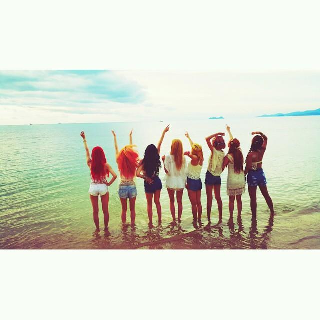 太妍也馬上在個人IG上放上拍攝當天的背影側拍照 看了小編也好想去海邊!!!